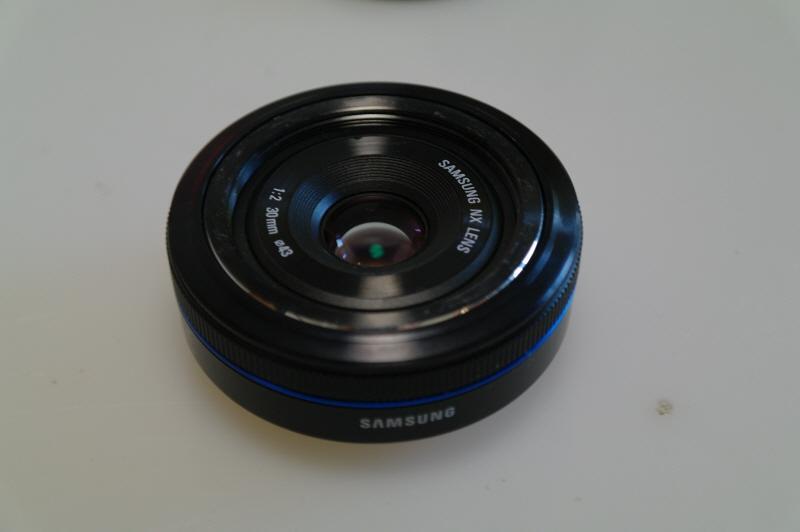 Samsung-30mm-f2.0-pancake-lens