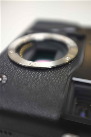 Fujis upcoming mirrorless camera will be all black
