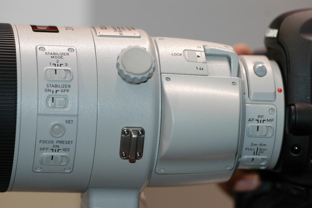 Canon 200-400-f-1.4-TC-Inbuilt - Controls Close-up incl. 1.4TC lever