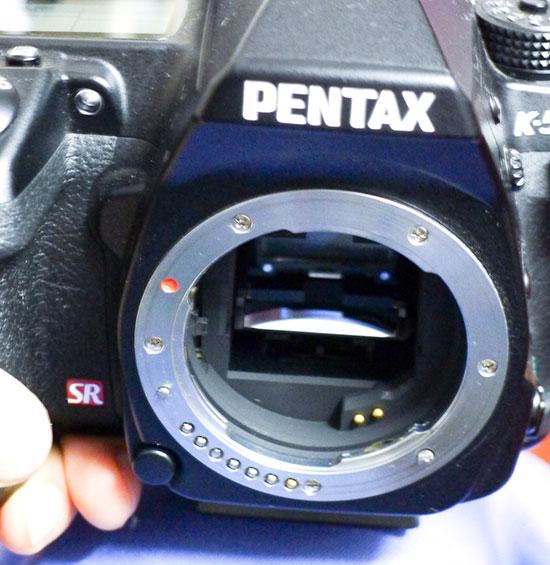 Pentax-K-5-DSLR-camera-mirror-box
