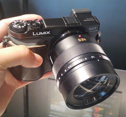 Leica DG Nocticron 42,5mm f:1.2 ASPH MFT lens 3