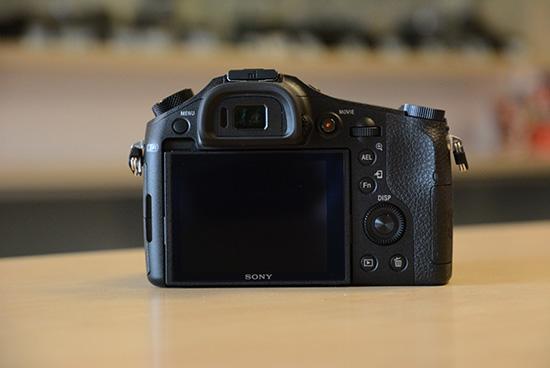 Sony-RX10-camera-4