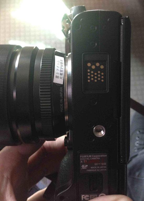 Fuji-X-T1-camera-bottom
