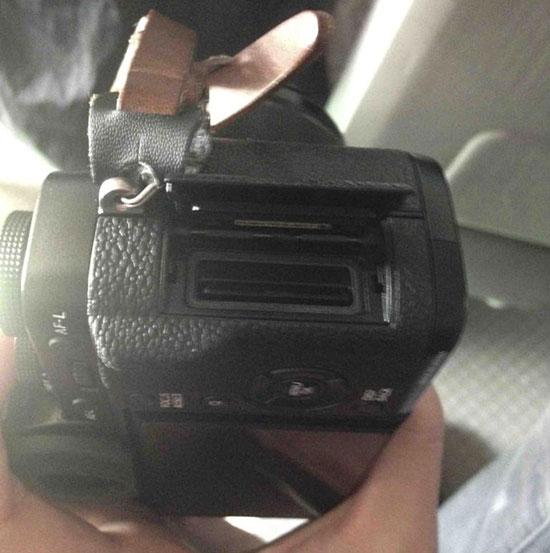 Fuji-X-T1-camera-memory-card-slots