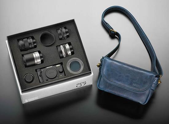 Pentax-Q7-camera-kit-limited-edition