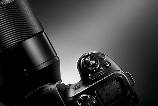 Samsung-NX1-mirrorless-camera-top