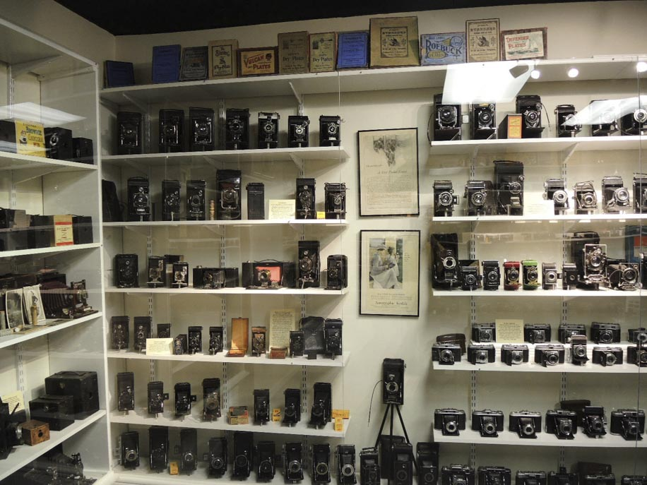 Lot of 600 vintage cameras from 1880 1980 is still available for sale