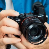 Sony-RX1R-II-camera-with-EVF
