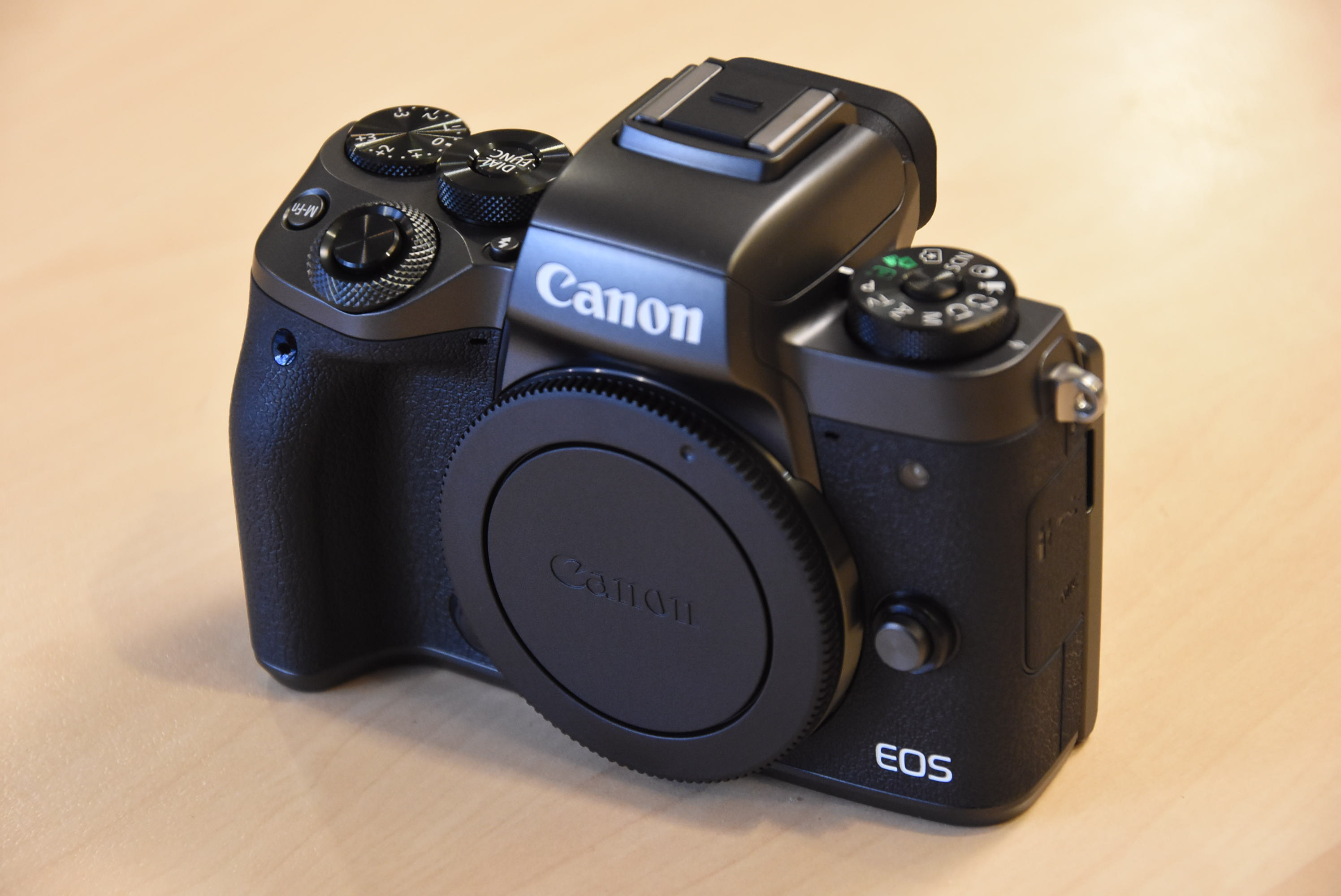 Canon-EOS-M5-mirrorless-camera-2.jpg