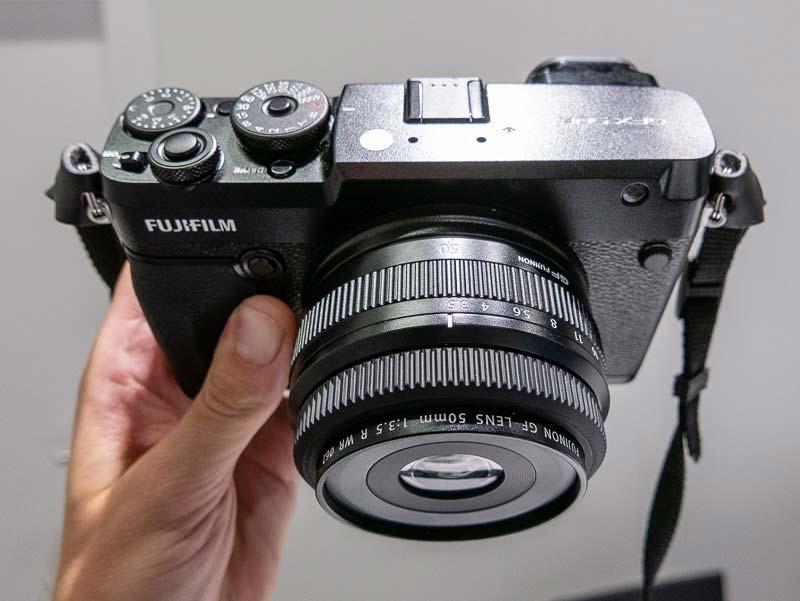 The New Fujifilm Gfx 50r Medium Format Mirrorless Camera