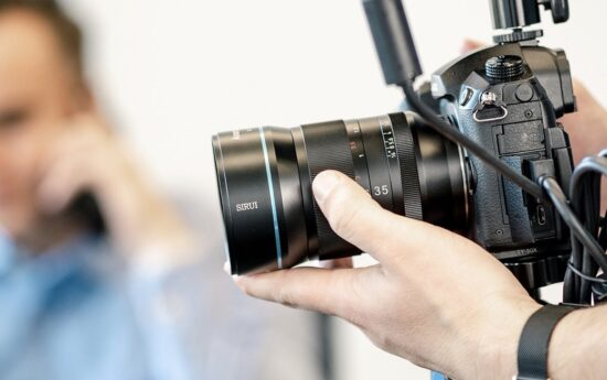 Sirui 35mm f/1.8 1.33x anamorphic mirrorless lens coming to Indiegogo in August
